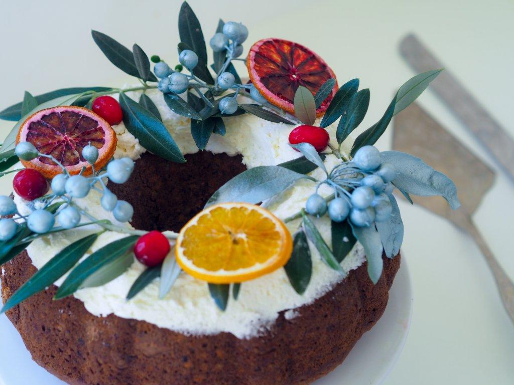 Ginger spiced Christmas wreath cake